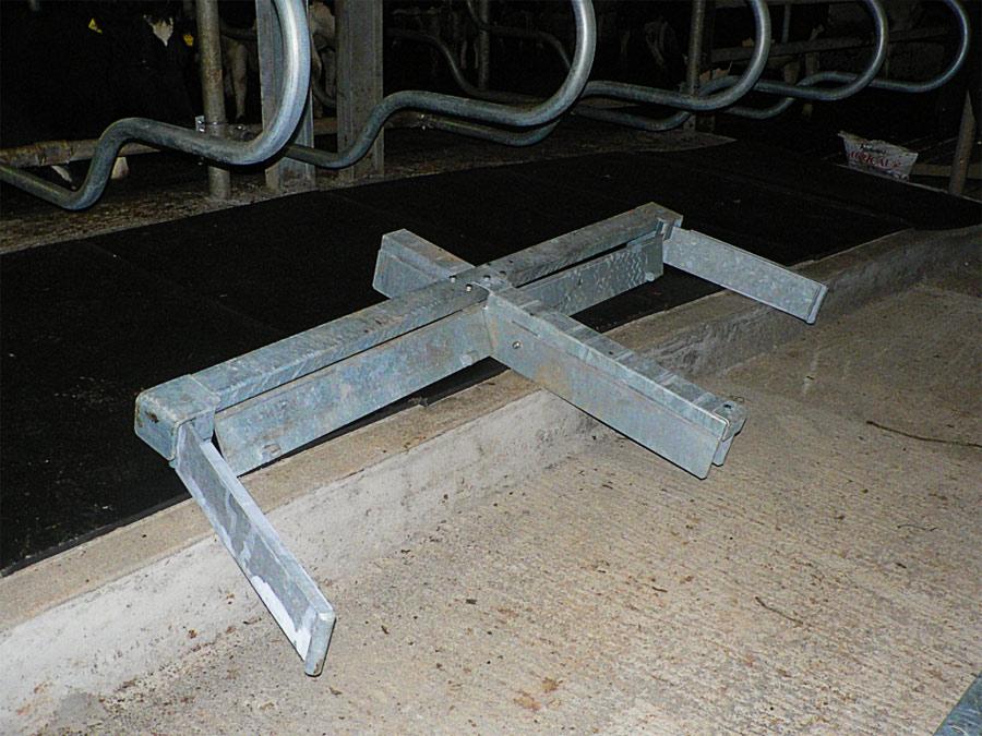 Chain Manure Scrapper