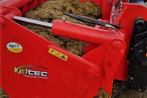 CombiCut with a Grab of Silage